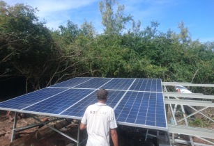 Installation of Deux Cocos solar panels