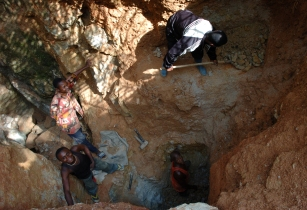 Wolframite Mining in Kailo2 DRC