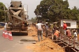 Construction of Caldwell Road. (Image source: Liberia Ministry of Public Works)
